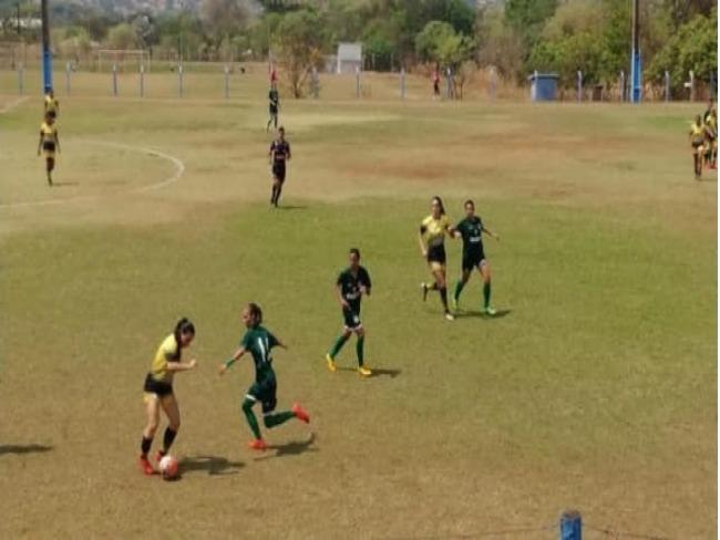 Aliança sai na frente, mas equipe do Goiás/Universo assegura o empate com uma jogadora a menos
