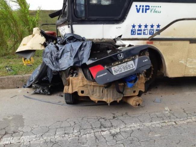 Acidente entre ônibus e carro deixa cinco mortos na BR-262