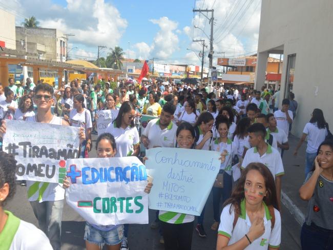 Alagoinhas se mobiliza contra a reforma da Previdência e cortes em educação